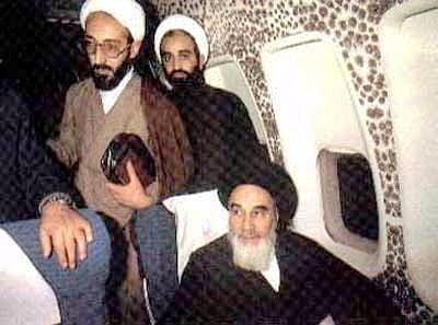 عکس امام خمینی (ره) در هواپیما